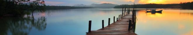 Investieren und wohnen: mondäne Immobilien auf dem Wasser