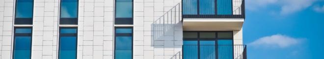 Anlageimmobilien mit der Hilfe eines Immobilienmaklers finden